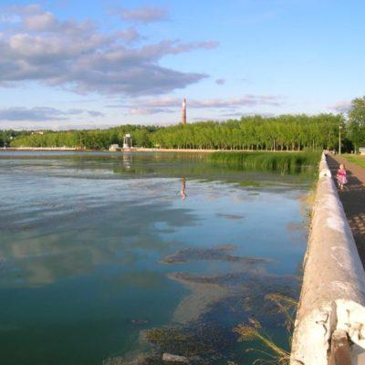 В Нытве разрушается берег пруда