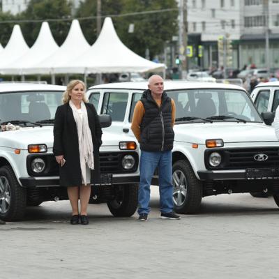 Директорам 34 школ Прикамья вручены ключи от машин российского автопрома